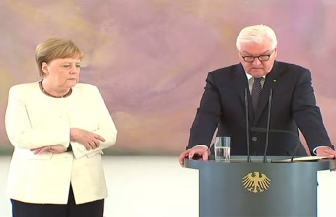 Malore in pubblico per Angela Merkel