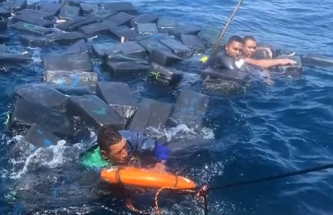 Narcos salvati in mare...dalla cocaina